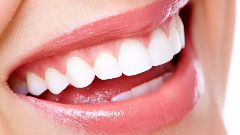 pulizia dentale completa con lo spazzolino elettrico